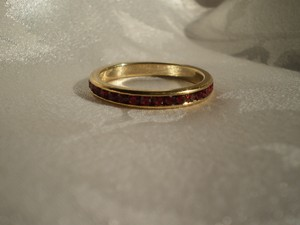 Avon Like new Goldtone stackable Eternity Band Ring Rubies
