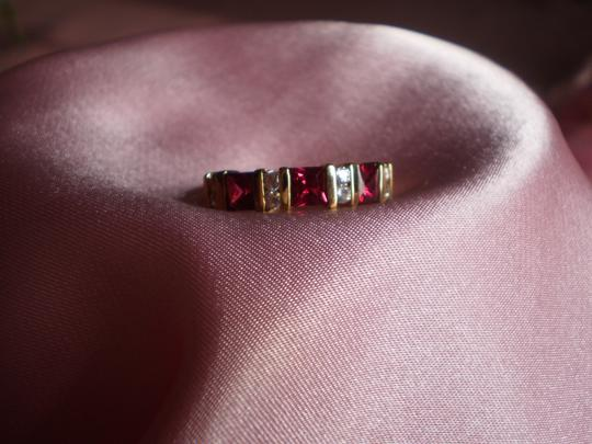 Avon LIKE NEW AVON RUBIES RING