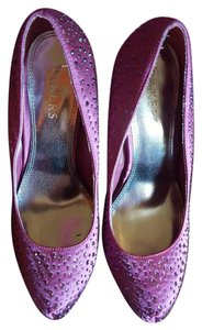 Bakers Prom Burgundy Pumps