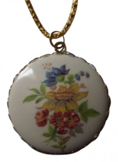 Preload https://img-static.tradesy.com/item/164087/vintage-hand-painted-flowers-necklace-0-0-540-540.jpg