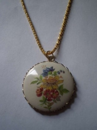 Unknown Vintage Hand painted flowers necklace