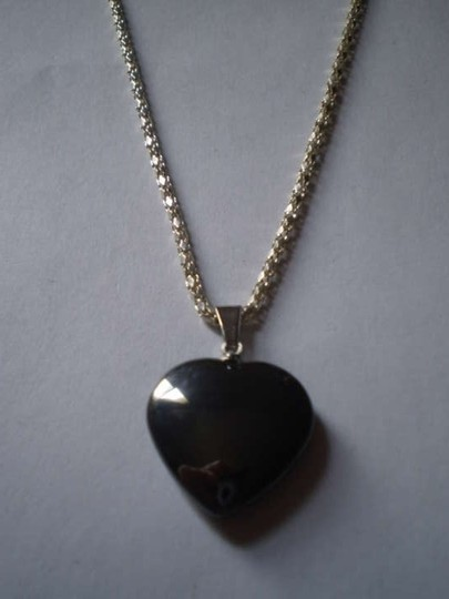 Unknown New Steel heart necklace
