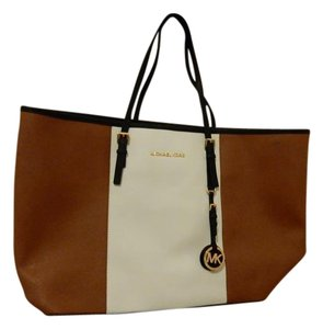 Michael Kors Jet Set Tote in Brown and white