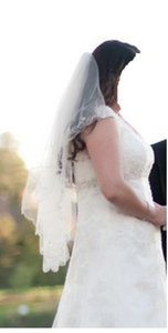 David's Bridal Ivory Medium Fingertip Length Two-tier with Scallop Edge Bridal Veil