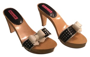 Betseyville by Betsey Johnson Sandals