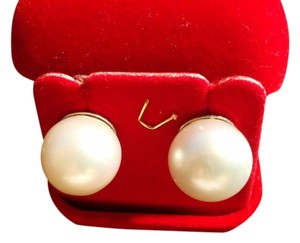 South Sea Pearl in White White South Sea Pearl Stud Earrings in White Gold 15.5 mm