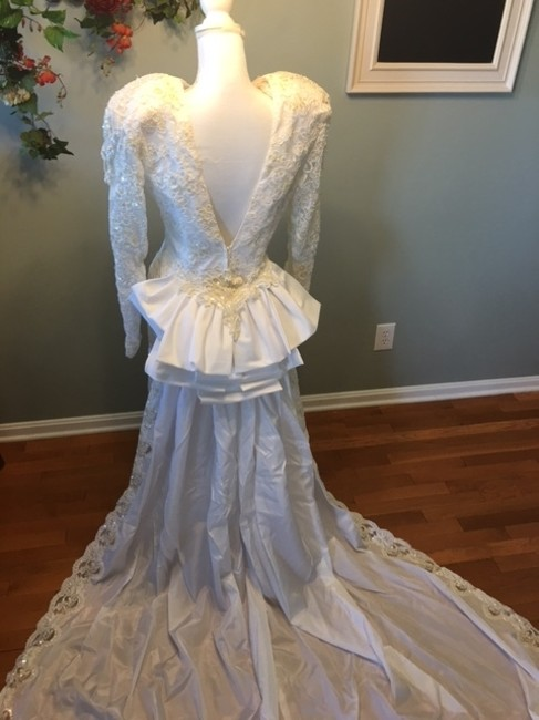Item - Off White Satin/French Lace/Sequins/Pearls Feminine Wedding Dress Size 10 (M)