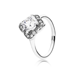 PANDORA Crystalized Floral Ring