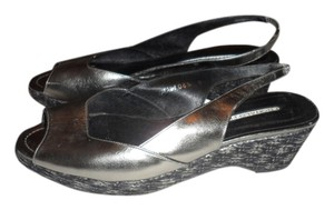 Donald J. Pliner pewter /sivler Sandals
