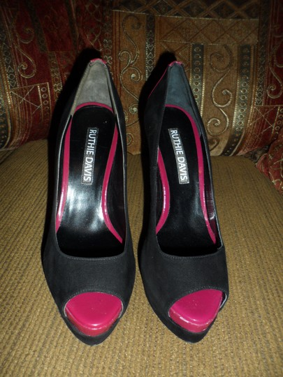 Ruthie Davis black /Dark pink/suede Pumps