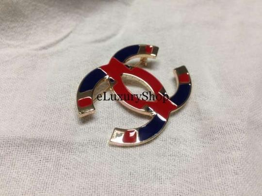 Chanel AUTHENTIC CHANEL '10 RUNWAY LARGE GOLD CC LOGO PIN
