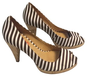 MICHAEL Michael Kors Brown and white Pumps