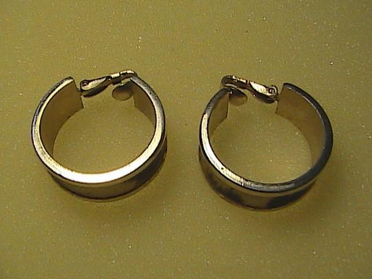 Vintage Leopard Gold Tone Hoop Earrings Image 5