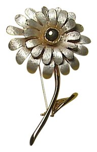 Vintage White & Gold Tone Flower Brooch