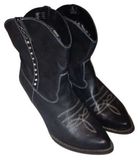Preload https://item4.tradesy.com/images/very-volatile-black-bootsbooties-size-us-8-164433-0-0.jpg?width=440&height=440