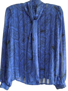 SOPHISTICATES by Jonathan Martin Top Black Paisley Print on Royal Blue