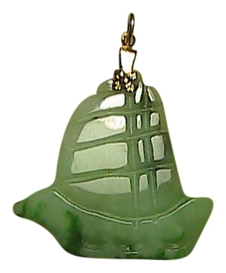 Preload https://img-static.tradesy.com/item/1644821/gold-tone-and-jade-bell-pendant-0-0-540-540.jpg