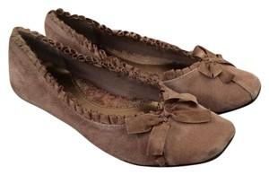 BC Footwear Taupe Flats