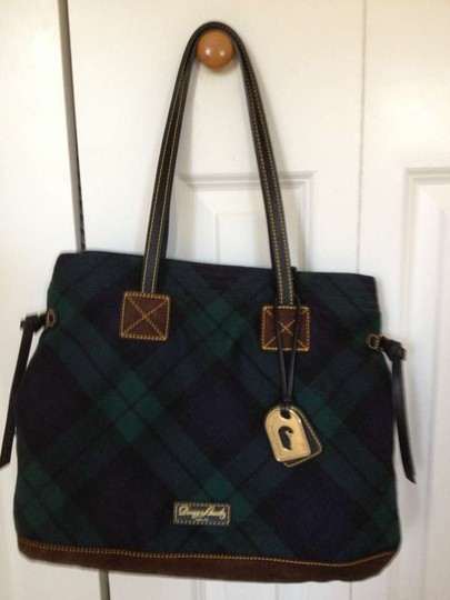 Preload https://item1.tradesy.com/images/dooney-and-bourke-classic-navy-blue-and-green-plaid-wool-weekendtravel-bag-164500-0-0.jpg?width=440&height=440