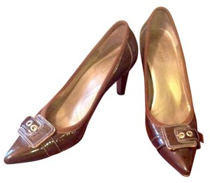 Tahari Buckle Gold Tone Hardware Leather Adam Brown Pumps