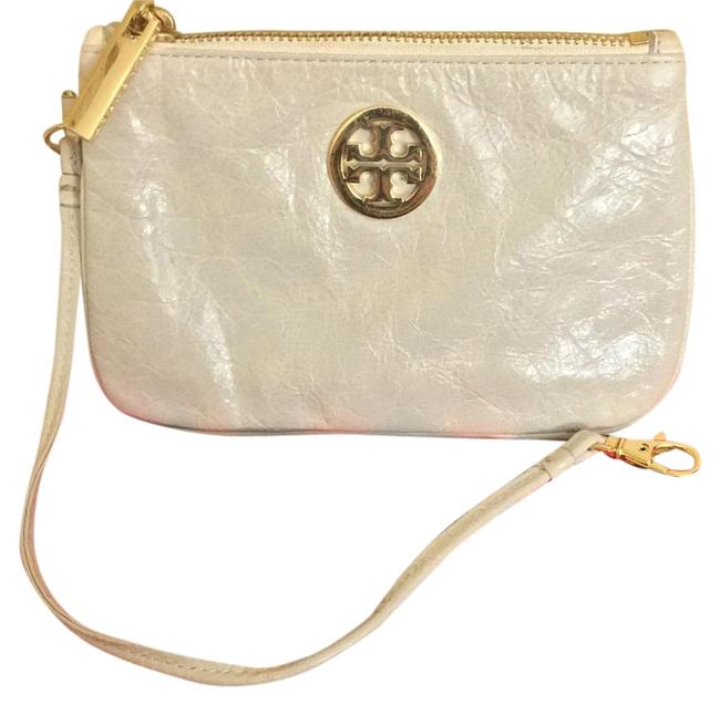 Item - W Nwot Embossed W/ Dustbag Cream/White Leather Wristlet