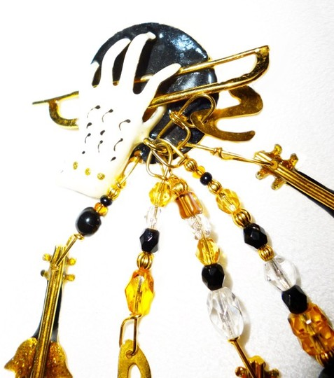 Lunch at the Ritz LUNCH AT THE RITZ-RARE- VIOLINS-MUSIC-BLK-WT-GOLD-ENAMEL-CRYSTAL- BROOCH/PIN