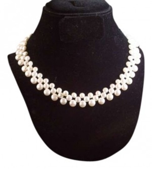 Preload https://item1.tradesy.com/images/white-pearl-necklace-164605-0-0.jpg?width=440&height=440
