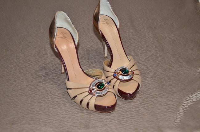 Item - Tan Luxurious Emerald Sparkling Crystals Formal Shoes Size US 8.5 Regular (M, B)