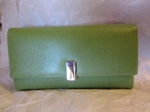 Liz Claiborne Id Place Leather Wallet Rich Elegant Wristlet in FRESH GREEN, APPLE GREEN