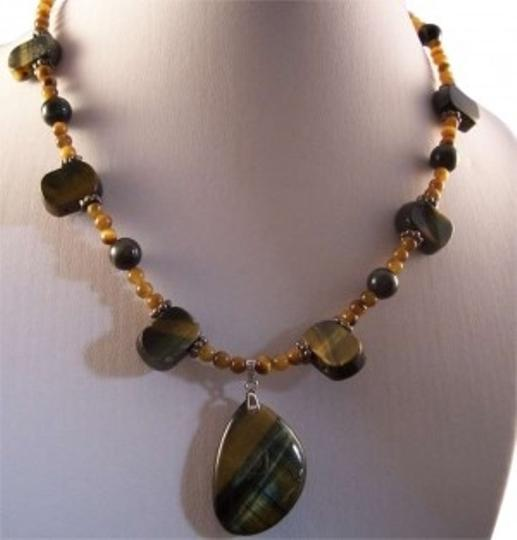 Preload https://img-static.tradesy.com/item/164643/green-and-gold-tiger-s-eye-necklace-0-0-540-540.jpg