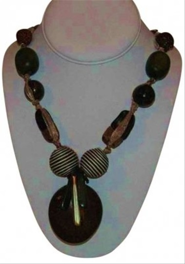 Preload https://img-static.tradesy.com/item/164677/coffee-leaf-green-hand-made-organic-elements-necklace-0-0-540-540.jpg