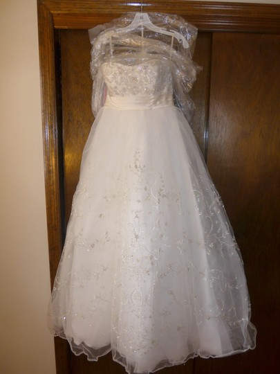 Casablanca Ivory Beadwork and Embroidery On Tulle #2035 Formal Wedding Dress Size 8 (M)