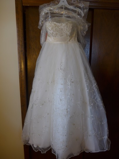 Casablanca Ivory Beadwork and Embroidery On Tulle #2035 Formal Wedding Dress Size 8 (M) Image 8