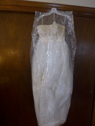 Casablanca Ivory Beadwork and Embroidery #2035 Formal Wedding Dress Size 8 (M)