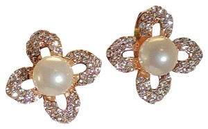 Brilliant Faux Pearl Stud Gold Plated