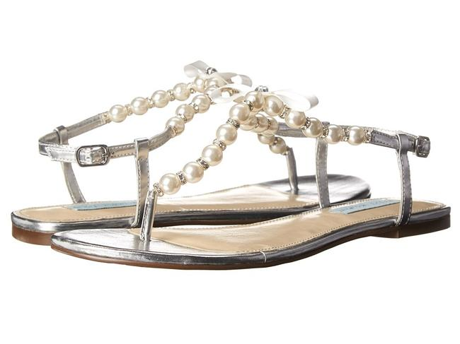 Item - Silver and White Sandals Size US 10 Regular (M, B)