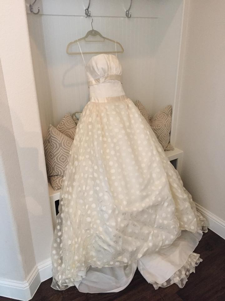 Carolina Herrera Ivory Feminine Wedding Dress Size 2 XS