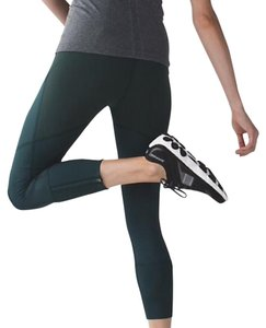 Lululemon EUC LULULEMON REBEL RUNNER CROP FUEL GREEN SIZE 4