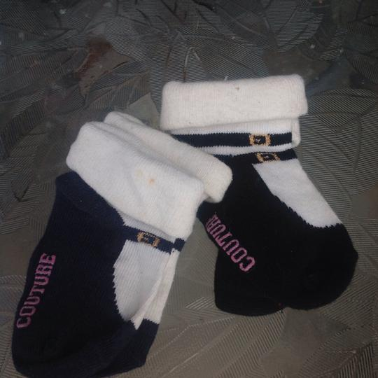 Juicy Couture 2 pair juicy COUTURE INFANT SOCKS SIZE 0-3 MONTHS Image 1