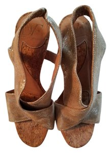 Diane von Furstenberg Dvf Leather Light Gold (Distressed) Sandals