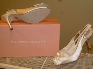Posh Duchess Silk Modest Price Designer Wedding Shoes