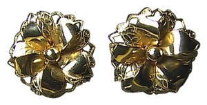 Vintage Gold Tone Flower Clip On Earrings