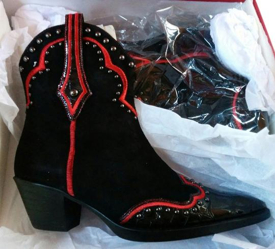 Preload https://item5.tradesy.com/images/vaneli-jemmy-cowboy-new-in-box-blackred-boots-1648999-0-0.jpg?width=440&height=440