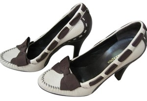 BCBGMAXAZRIA Cream with Brown Pumps
