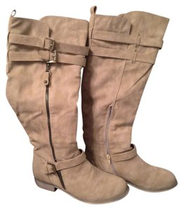Bucco Lots Of Details Buckles And Studs. Tan camel color Boots