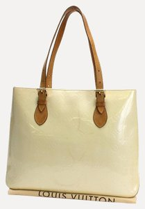 Louis Vuitton Vernis Lv Classic Neverfull Tote in Cream