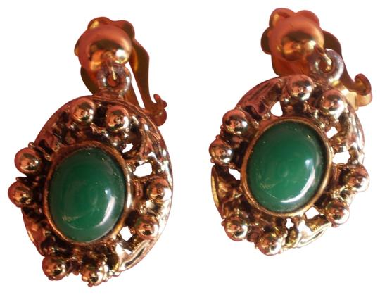 Preload https://img-static.tradesy.com/item/165052/vintage-goldtone-and-jade-green-clip-on-earrings-0-1-540-540.jpg