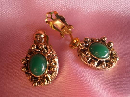 Unknown Vintage goldtone & jade green clip-on earrings