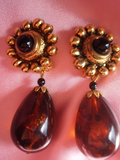 Unknown Vintage clip-on earrings