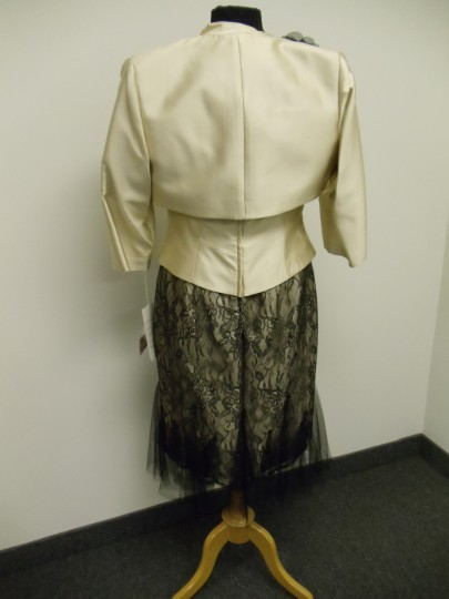 Social Occasions by Mon Cheri Beige Gold and Black 211823 Bridesmaid/Mob Dress Size 8 (M) Image 4